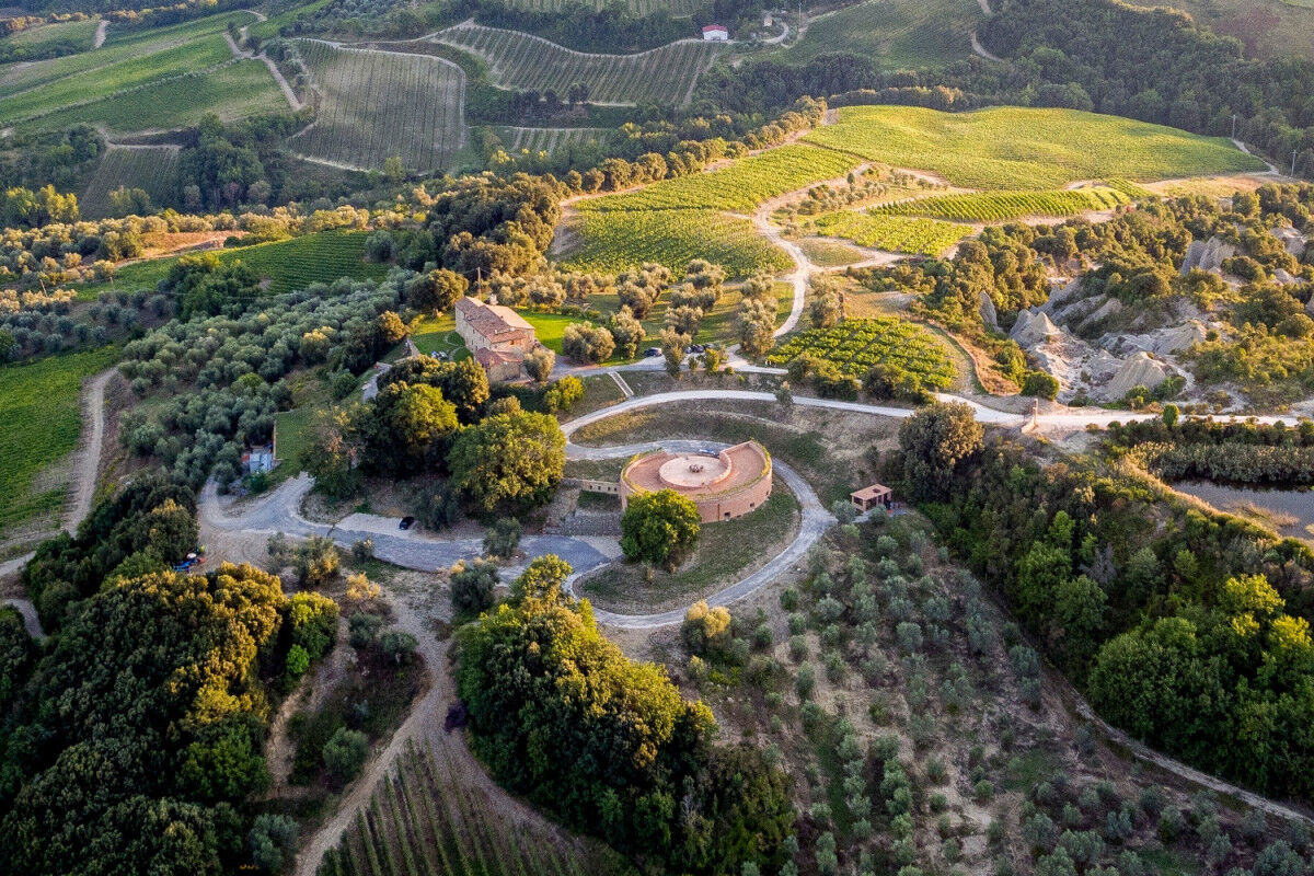 tagAlt.Podere Le Ripi above winery Cover