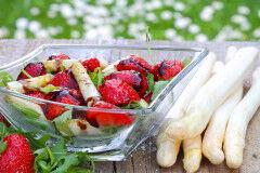 tagAlt.Asparagus Strawberries Balsamic Vinegar Salad