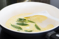 tagAlt.Classic Italian Butter and Sage Sauce