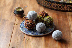 tagAlt.Festive Holiday Chocolate and Pistachio Truffles