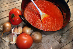 tagAlt.Raw Tomato Sauce for Pizza