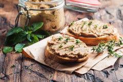 tagAlt.Tuscan Chicken Liver Paté with Raisin Bread