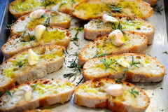 tagAlt.Tuscan Grilled Bread with Olive Oil Fettunta
