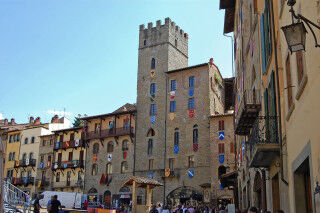 tagAlt.Arezzo city center square Cover