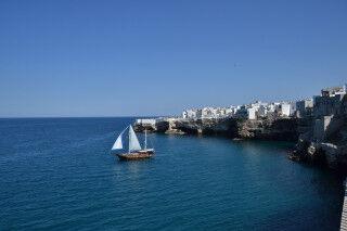 tagAlt.Puglia boats coast Cover 20212306