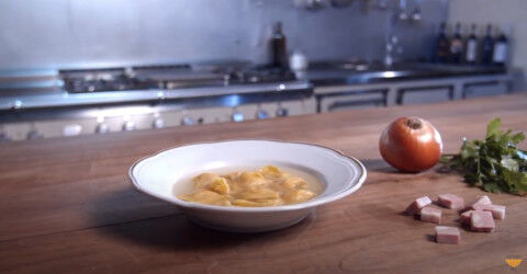 tagAlt.tortellini in brodo video ricetta