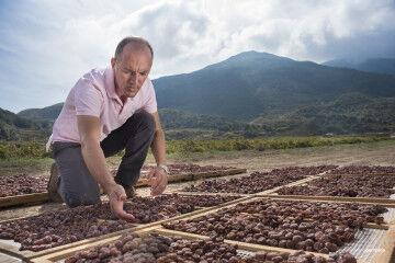 tagAlt.Antonio Rallo drying Passito Grapes Donnafugata 9