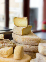 tagAlt.Cheese heads cake shape 7