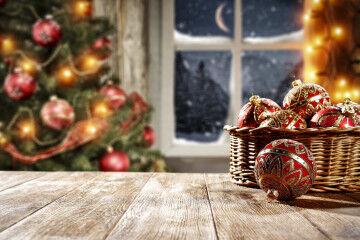 tagAlt.Christmas tree and decorations 2