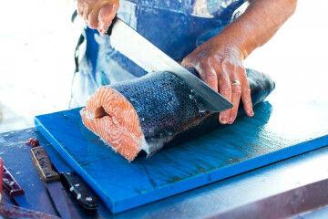tagAlt.Cutting salmon Upstream 3