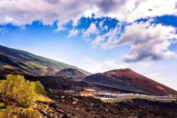 tagAlt.Etna volcano landscape clouds 7