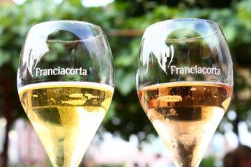 tagAlt.Franciacorta bubbles glasses 3