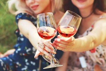 tagAlt.Ladies Toasting with Valténisi wine 1