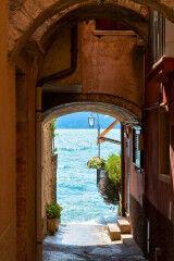 tagAlt.Lake Garda Alley Water View 5