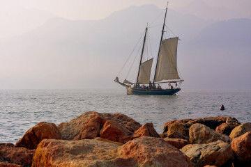 tagAlt.Lake Garda Sailing Boat 4