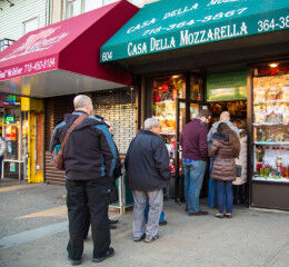 tagAlt.Line of shoppers at Italian deli NYC 4