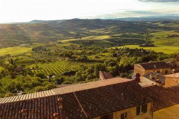 tagAlt.Montepulciano daytime vista green countryside 1