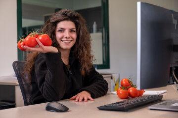 tagAlt.POM Prepping tomatoes 8