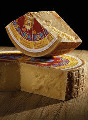 tagAlt.Piave DOP stillife Red label aged cheese 7