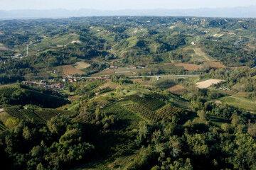 tagAlt.Roero Piedmont countryside image 6