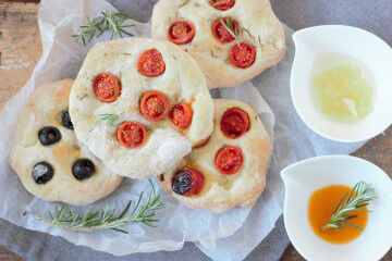 tagAlt.Rosemary focaccia breads 8