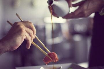 tagAlt.Salmon sashimi soy 3