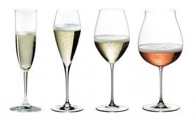 tagAlt.Set of complete wine glasses 1