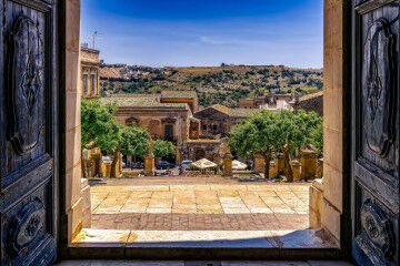 tagAlt.Sicilian classic scenery from door 1