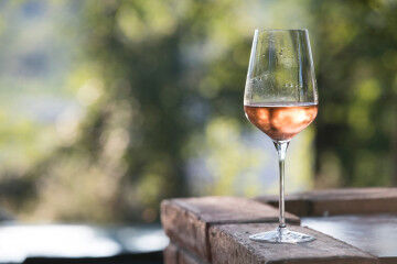 tagAlt.Valtènisi Rosé wine glass 3